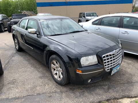 2006 Chrysler 300 for sale at BEAR CREEK AUTO SALES in Rochester MN