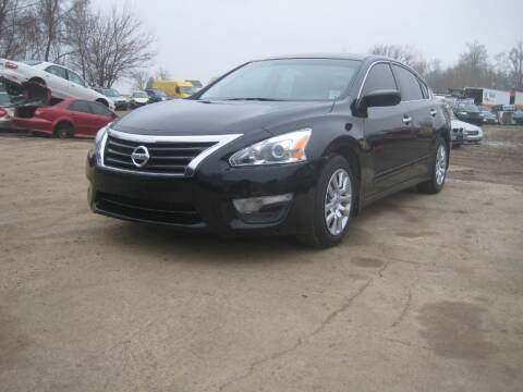 2014 Nissan Altima for sale at CARZ R US 1 in Armington IL