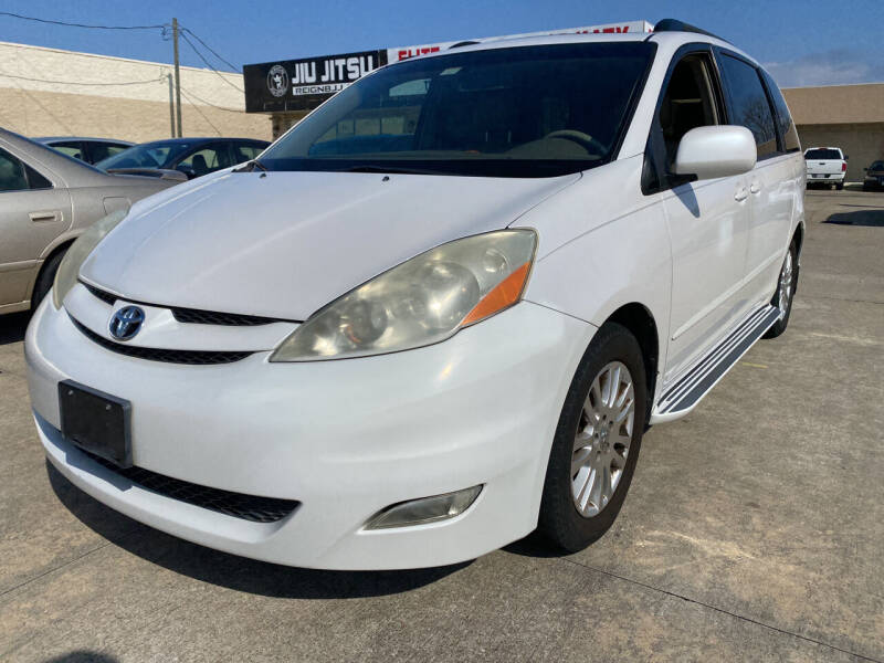 2007 Toyota Sienna for sale at Houston Auto Gallery in Katy TX
