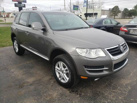 2009 Volkswagen Touareg 2 for sale at Van Kalker Motors in Grand Rapids MI