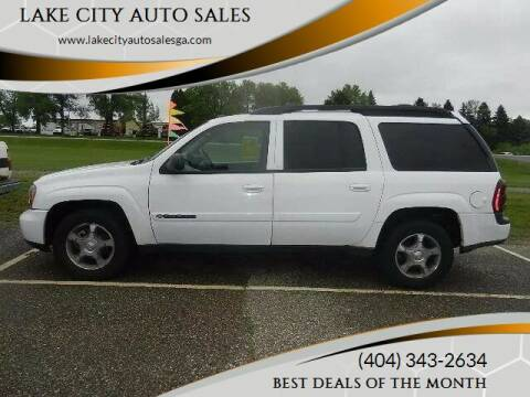 2004 Chevrolet TrailBlazer for sale at LAKE CITY AUTO SALES in Forest Park GA