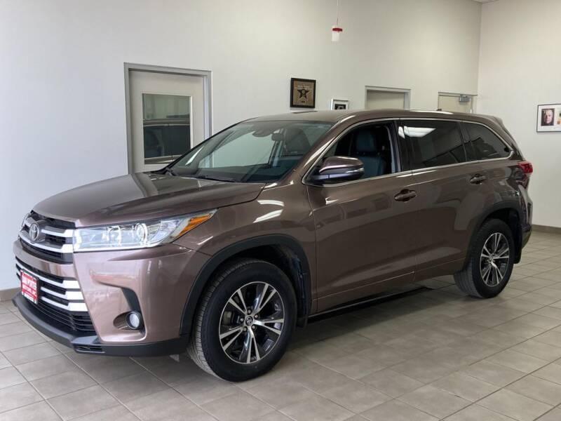 2018 Toyota Highlander for sale at DAN PORTER MOTORS in Dickinson ND
