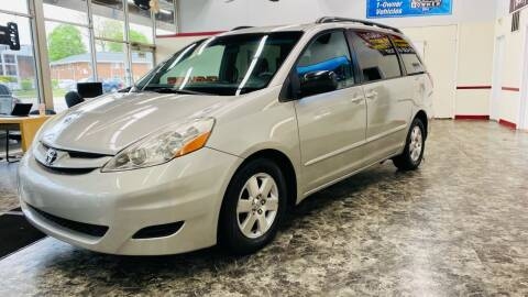 2008 Toyota Sienna for sale at TOP YIN MOTORS in Mount Prospect IL