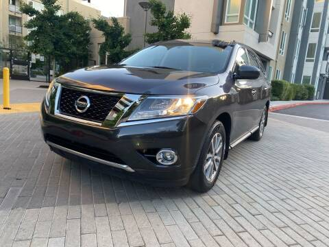 2014 Nissan Pathfinder for sale at Ronnie Motors LLC in San Jose CA