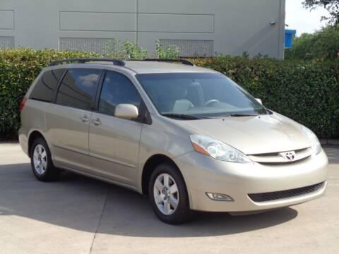 2006 Toyota Sienna for sale at Auto Starlight in Dallas TX
