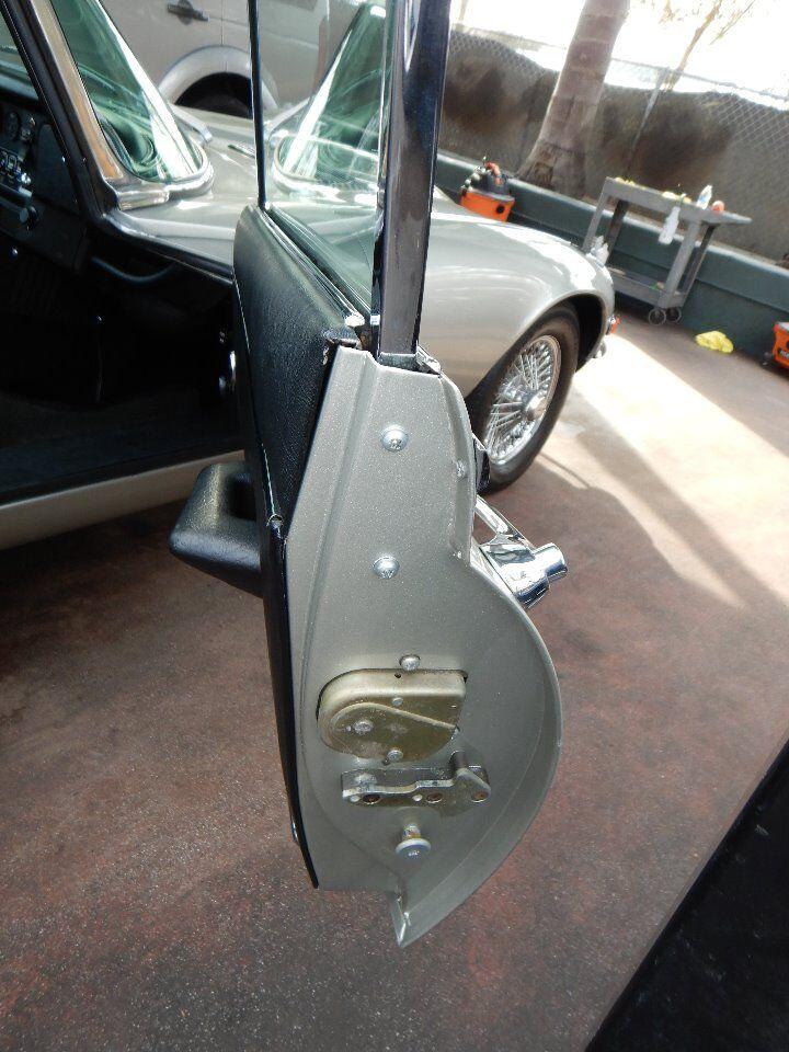1973 Jaguar XKE 77