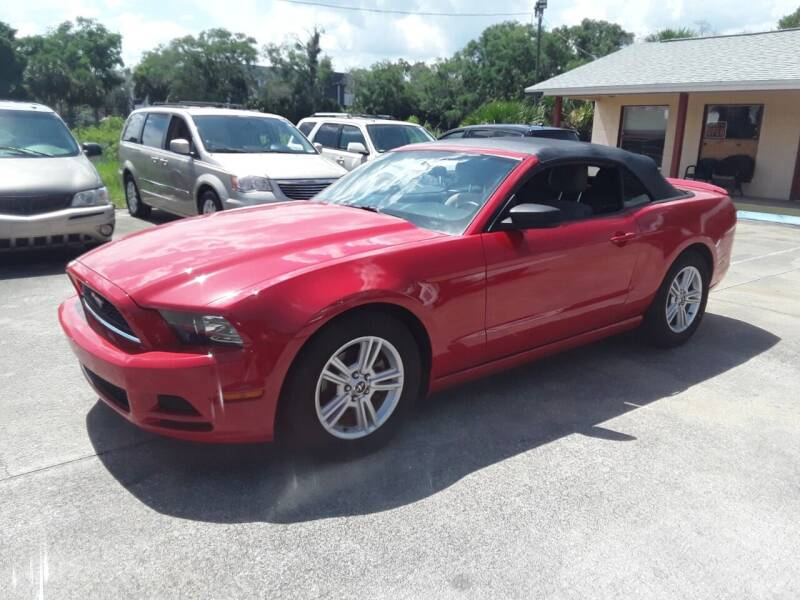 2013 Ford Mustang for sale at FAMILY AUTO BROKERS in Longwood FL