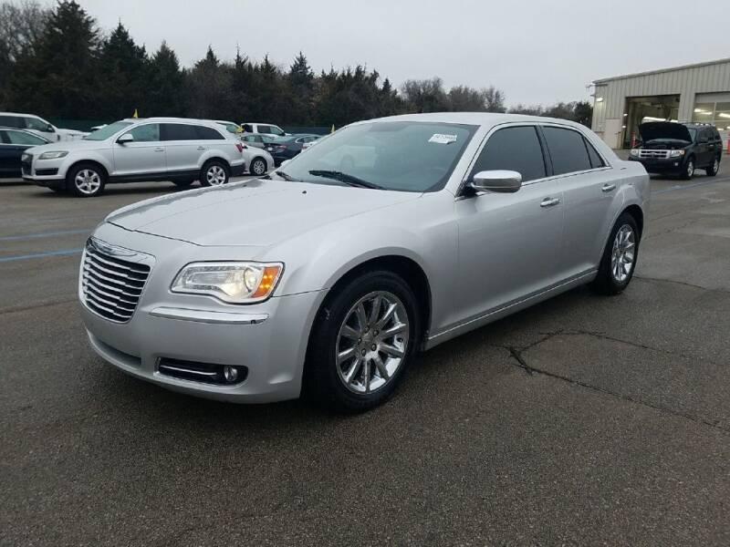 2012 Chrysler 300 for sale at HERMANOS SANCHEZ AUTO SALES LLC in Dallas TX