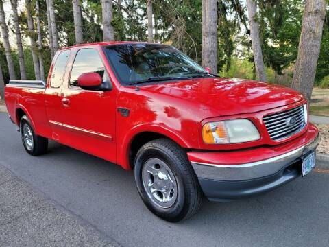2000 Ford F-150 for sale at CLEAR CHOICE AUTOMOTIVE in Milwaukie OR