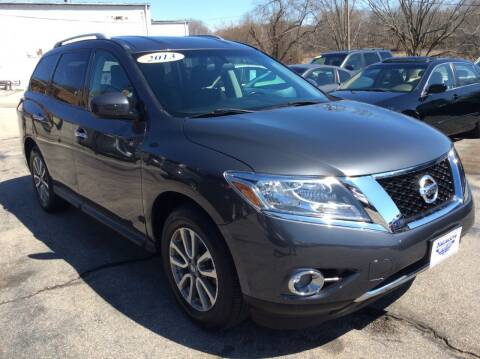 2013 Nissan Pathfinder for sale at DISTINCTIVE MOTOR CARS UNLIMITED in Johnston RI