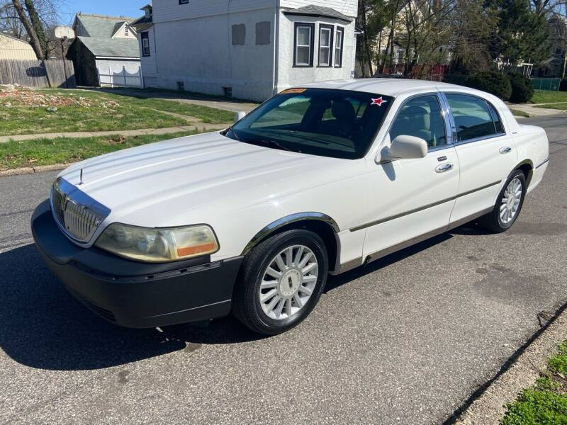 2005 Lincoln Town Car for sale at Michaels Used Cars Inc. in East Lansdowne PA