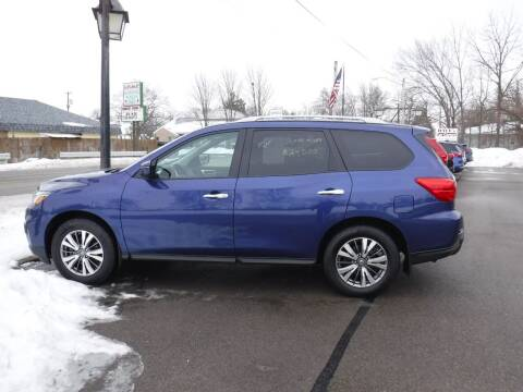 2018 Nissan Pathfinder for sale at Dave's Car Corner in Hartford City IN