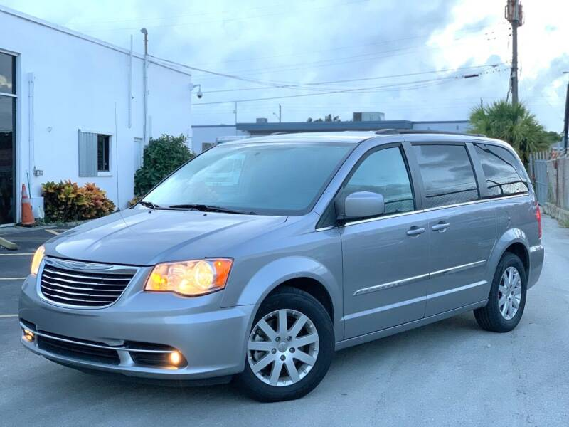 2016 Chrysler Town and Country for sale at Citywide Auto Group LLC in Pompano Beach FL