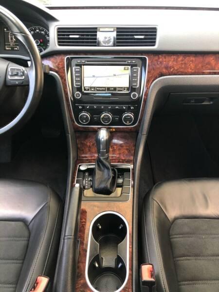 2013 Volkswagen Passat TDI SEL Premium 4dr Sedan 6A - Bettendorf IA