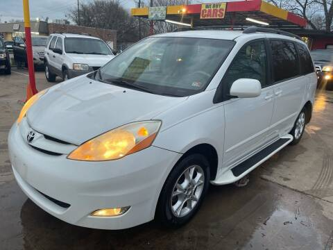 2006 Toyota Sienna for sale at Cash Car Outlet in Mckinney TX