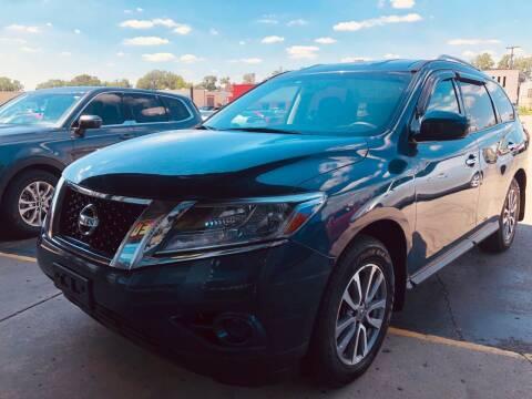 2014 Nissan Pathfinder for sale at Daniel Auto Sales inc in Clinton Township MI