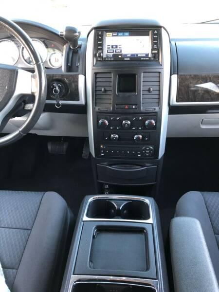 2010 Dodge Grand Caravan SXT 4dr Mini-Van - Bettendorf IA