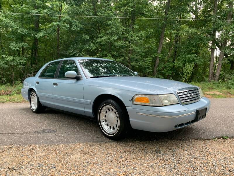 2000 Ford Crown Victoria for sale in Midlothian, VA