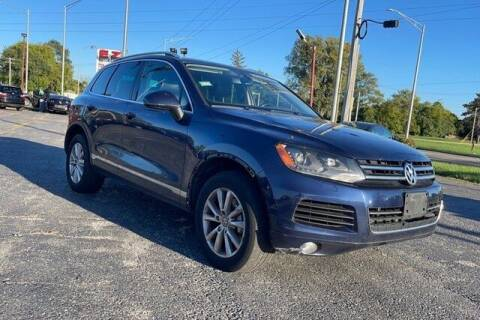 2013 Volkswagen Touareg for sale at FREDY USED CAR SALES in Houston TX