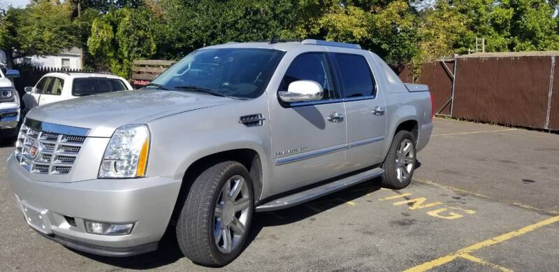 2013 Cadillac Escalade EXT for sale at Central Jersey Auto Trading in Jackson NJ