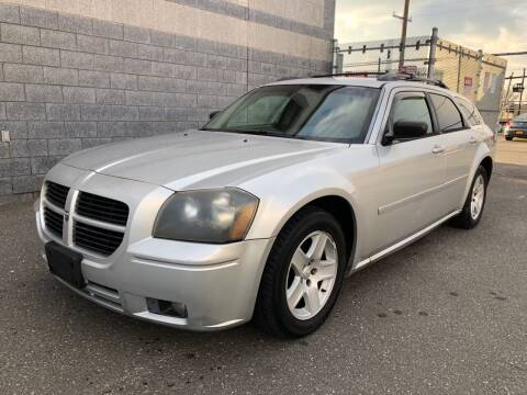 2005 Dodge Magnum for sale at Autos Under 5000 + JR Transporting in Island Park NY
