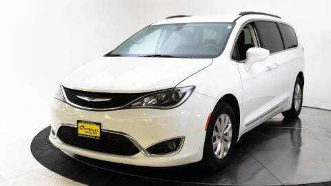 2017 Chrysler Pacifica for sale at AUTOMAXX MAIN in Orem UT