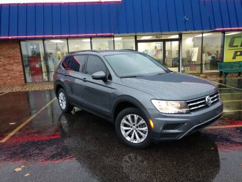 2018 Volkswagen Tiguan for sale at CITY SELECT MOTORS in Galesburg IL