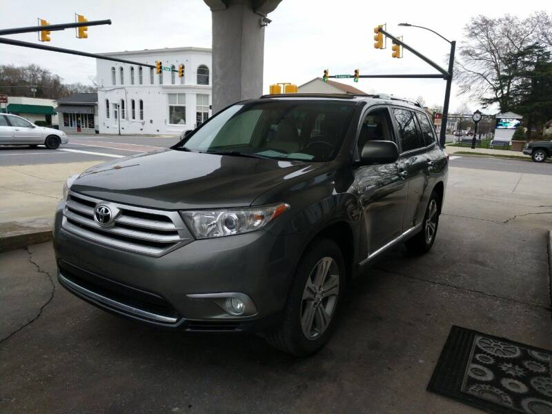 2011 Toyota Highlander for sale at ROBINSON AUTO BROKERS in Dallas NC