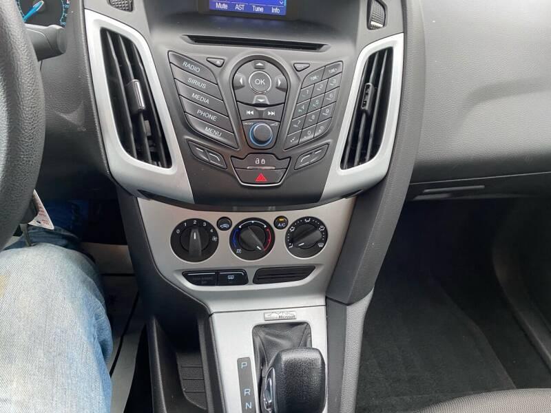 2014 Ford Focus SE 4dr Sedan - Fredericksburg PA