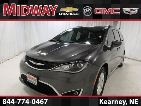 2018 Chrysler Pacifica for sale at Midway Auto Outlet in Kearney NE
