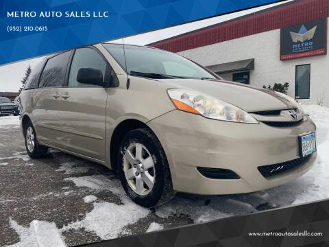 2009 Toyota Sienna for sale at METRO AUTO SALES LLC in Blaine MN