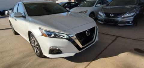 2020 Nissan Altima for sale at Divine Auto Sales LLC in Omaha NE