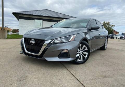 2019 Nissan Altima for sale at Auto House of Bloomington in Bloomington IL