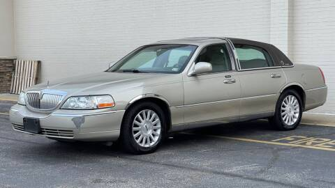 2004 Lincoln Town Car for sale at Carland Auto Sales INC. in Portsmouth VA