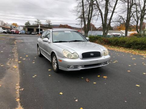 2005 Hyundai Sonata for sale at Whiting Motors in Plainville CT