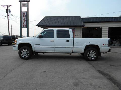 2004 GMC Sierra 2500 for sale at Settle Auto Sales STATE RD. in Fort Wayne IN
