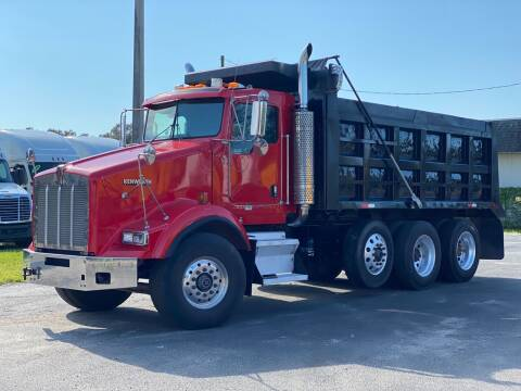 2006 Kenworth T800 for sale at The Auto Market Sales & Services Inc. in Orlando FL