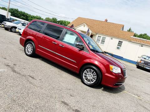 2013 Chrysler Town and Country for sale at New Wave Auto of Vineland in Vineland NJ