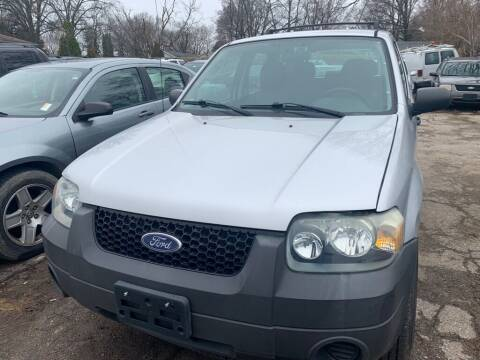 2006 Ford Escape for sale at ALVAREZ AUTO SALES in Des Moines IA