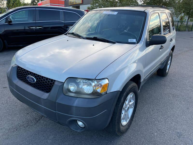 2007 Ford Escape for sale at Diana Rico LLC in Dalton GA