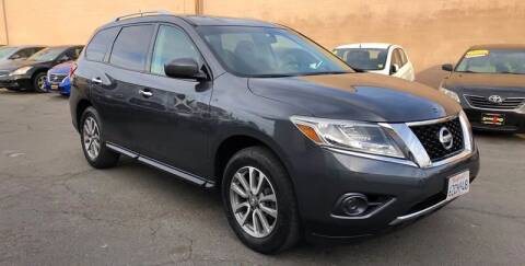 2013 Nissan Pathfinder for sale at Cars 2 Go in Clovis CA