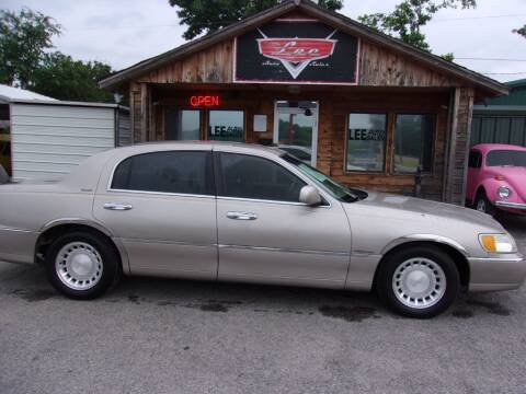 2001 Lincoln Town Car for sale at LEE AUTO SALES in McAlester OK