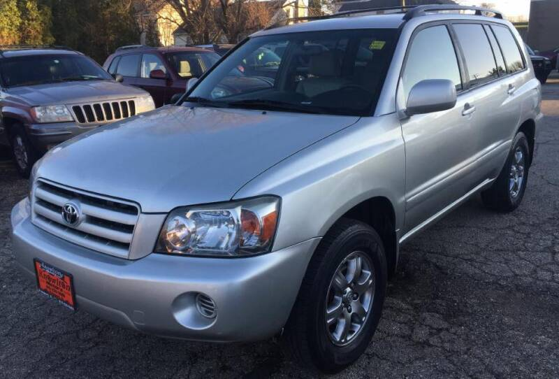 2005 Toyota Highlander for sale at Knowlton Motors, Inc. in Freeport IL