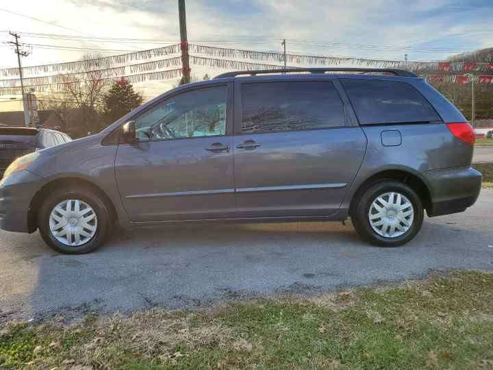 2006 Toyota Sienna for sale at Knoxville Wholesale in Knoxville TN