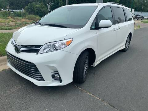 2018 Toyota Sienna for sale at ONG Auto in Farmington MN