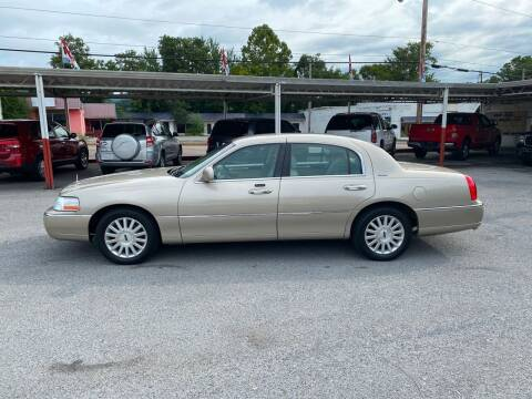 2004 Lincoln Town Car for sale at Lewis Used Cars in Elizabethton TN