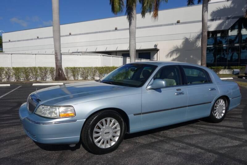 2005 Lincoln Town Car for sale at SR Motorsport in Pompano Beach FL
