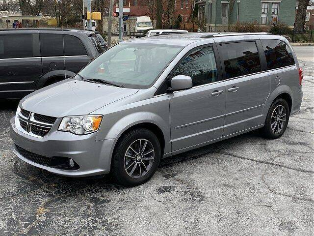 2017 Dodge Grand Caravan for sale at Sunshine Auto Sales in Huntington IN