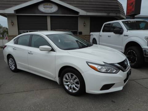 2018 Nissan Altima for sale at River City Auto Center LLC in Chester IL
