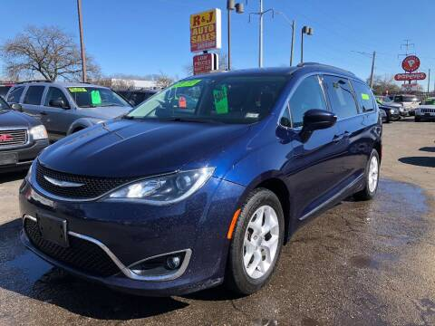 2017 Chrysler Pacifica for sale at RJ AUTO SALES in Detroit MI